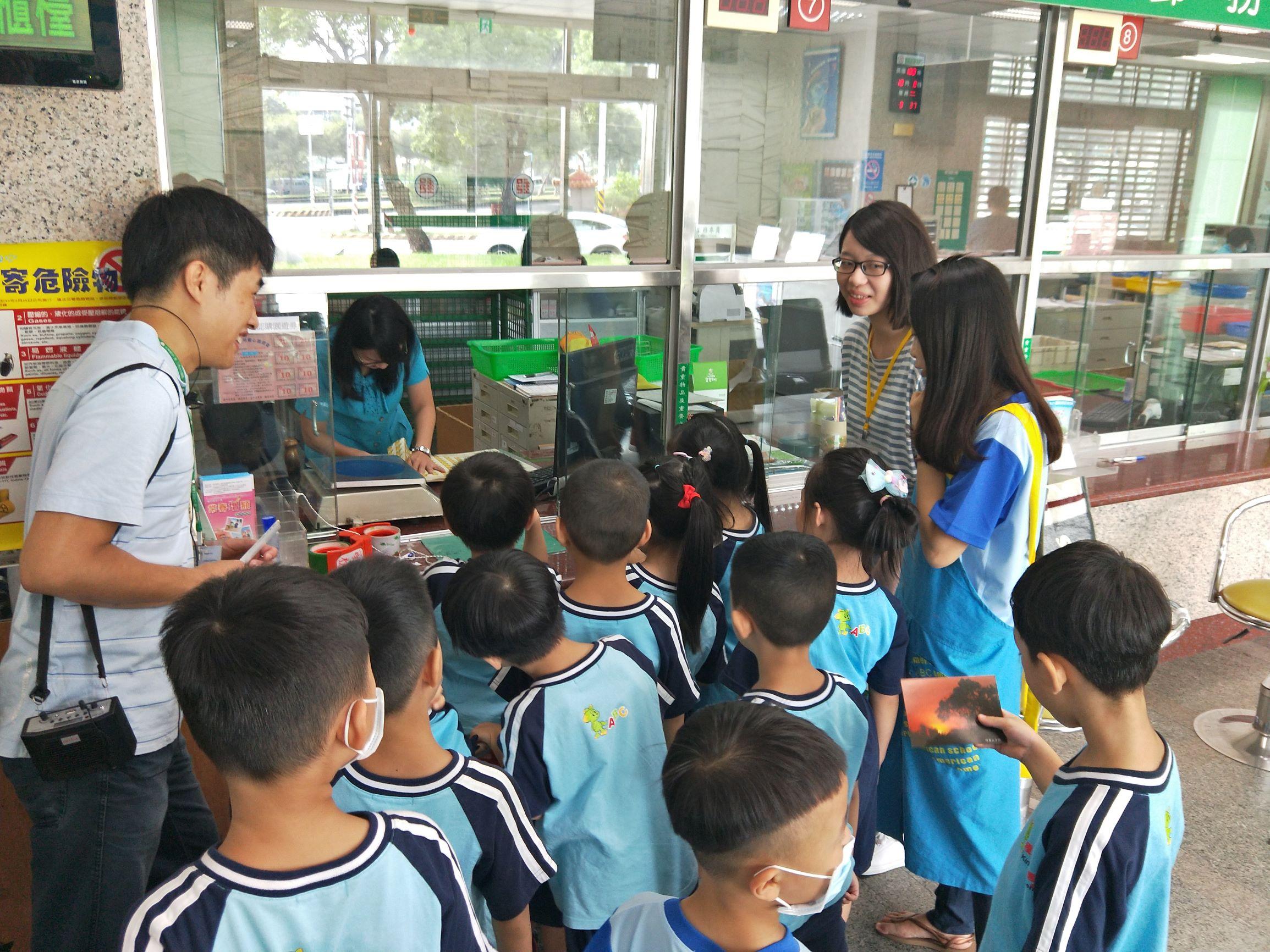嘉義地區各級學校及社區兒童團體參訪郵局