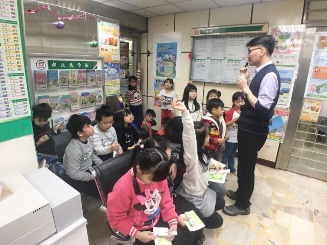 樟樹國小參訪厚德郵局
