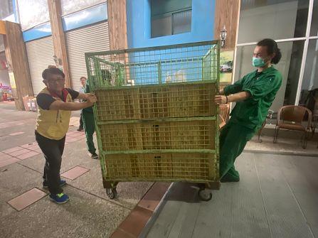 高雄郵局關懷農產行銷,辦理大樹鳳梨郵件宅配上收服務