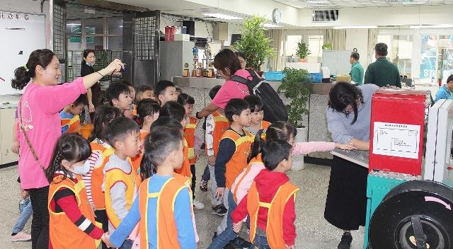 維也納幼兒園參訪基隆郵局