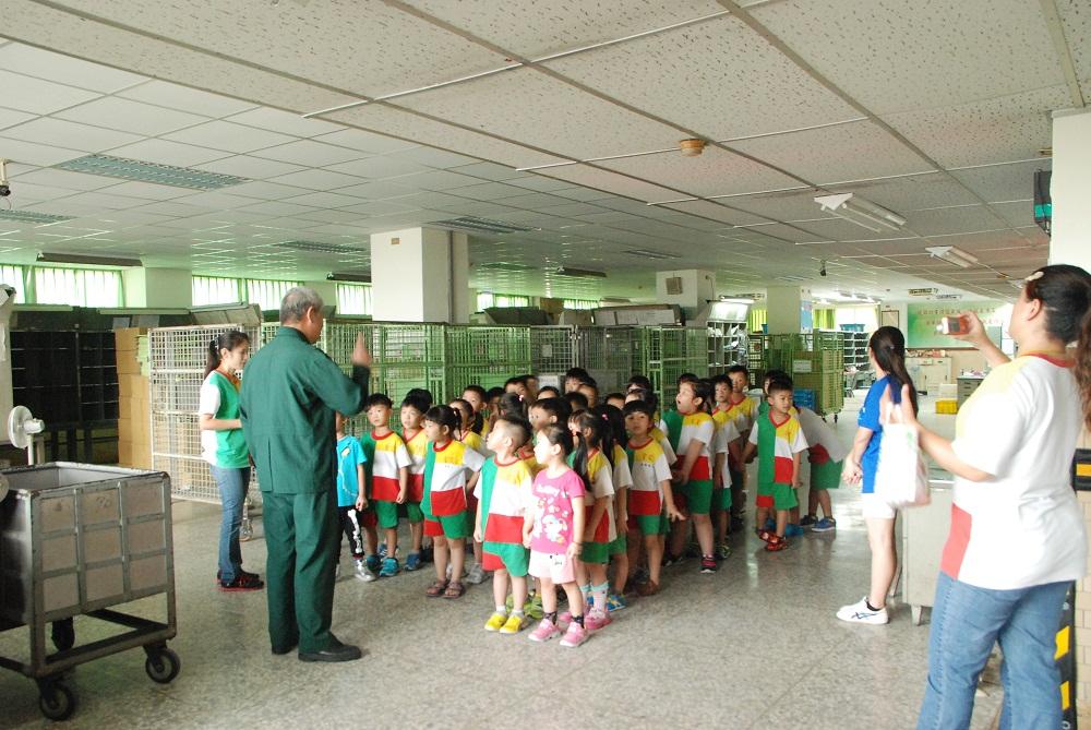 南投縣私立聖愛幼兒園參訪郵局活動