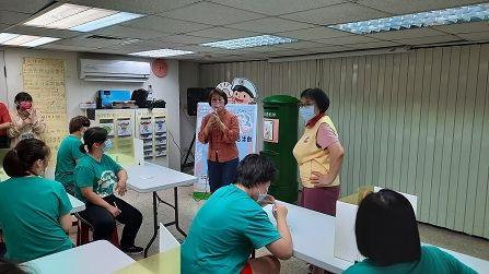 高雄郵局「父親節明信片感恩活動」