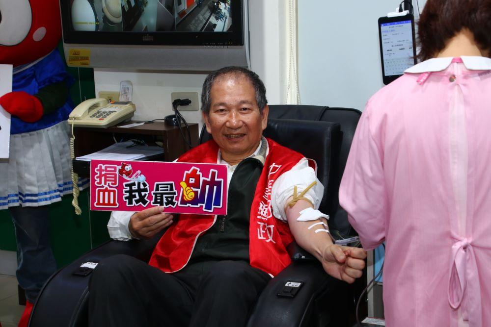 嘉義郵局舉辦「捐熱血 郵愛心」,聯合在地愛心企業為愛發聲,號召民眾攜手抗疫、捐血救人