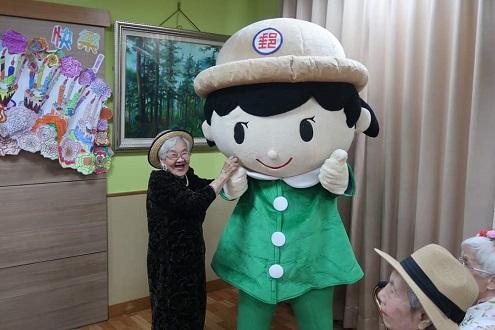 臺中郵局至柳川家園母親節贈送長者個人化郵票