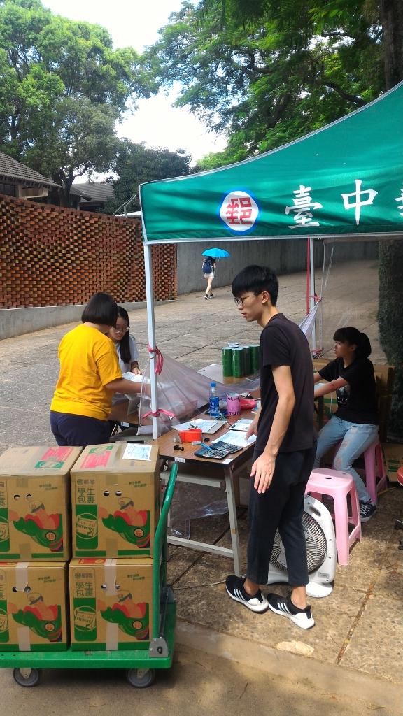 暑假學生返鄉及兩岸速遞包裹 ,郵局加強服務,到校駐點收寄活動。