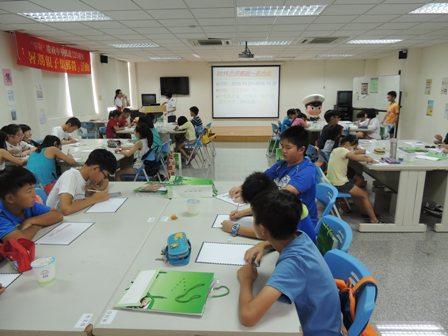 7月-暑期親子集郵營及明信片書寫比賽