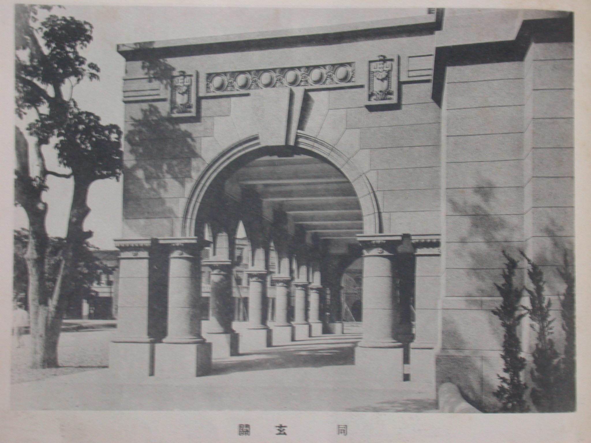 臺北郵局現代化建築特色之一:羅馬式半圓拱門廊